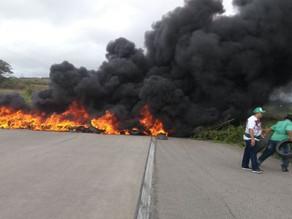 FETAPE fecha BR 232 em Serra Talhada e protesta contra Temer