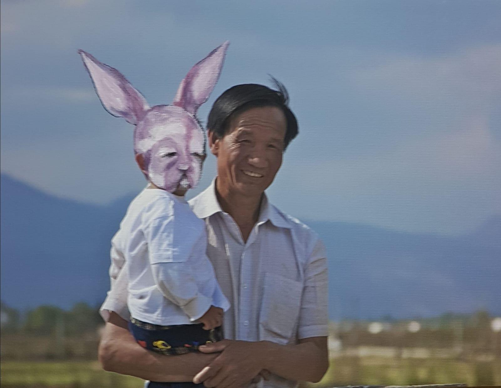 ארנב עם עלה של זית טובה פסח