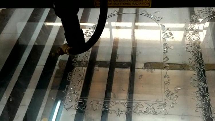 Corte a laser em acrilico transparente.