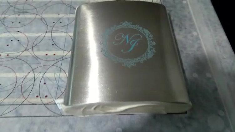 Impressão UV em recepiente de aço escovado para bebidas