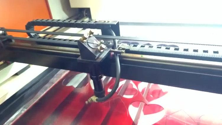 Corte a laser em acrilico colorido.
