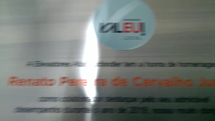 impressão UV em placa comemorativa em aço inox .