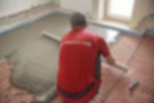 Цементная бетонная стяжка пола в квартире Екатеринбург