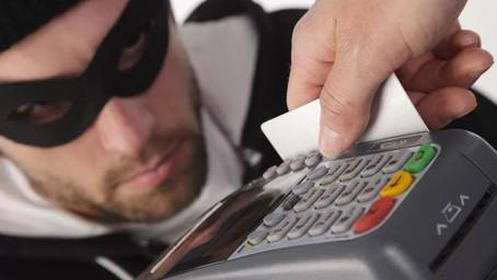 В Москве полиция задержала кардеров, укравших 12 миллионов рублей