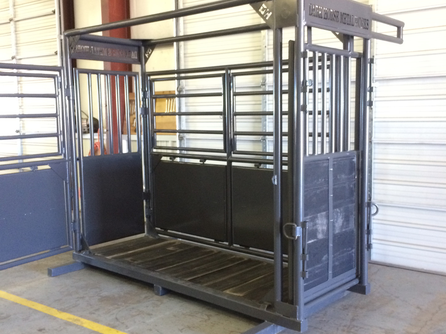 Horse stanchion for livestock vet needs and care