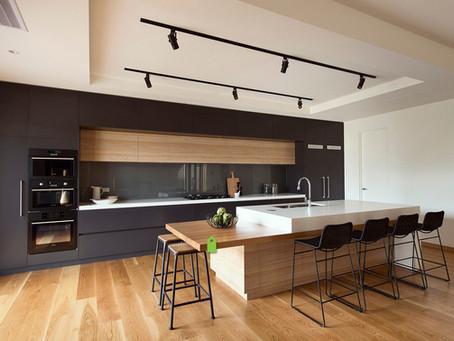 El lado no tan oscuro de las cocinas y baños negros