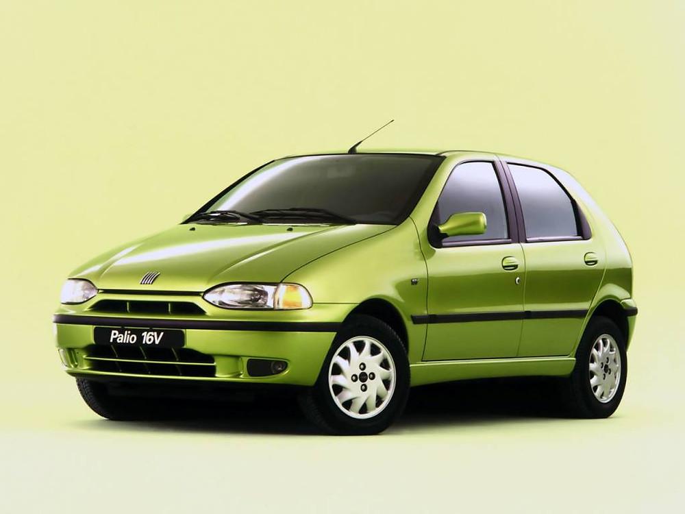 carro de cor verde modelo palio