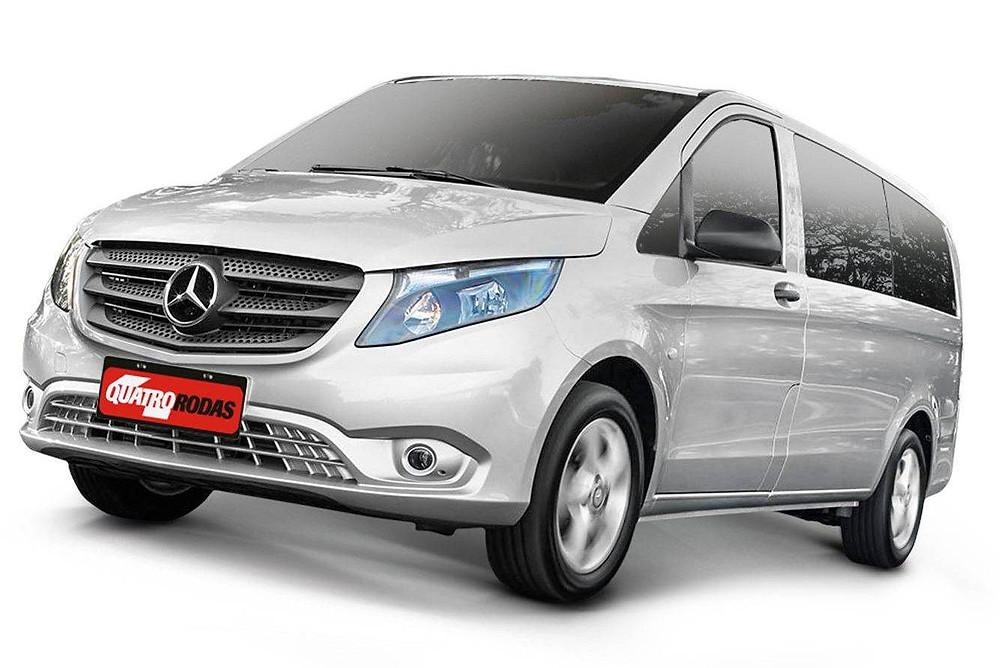Veículo de cor prata, marca Mercedes-Benz modelo Vito