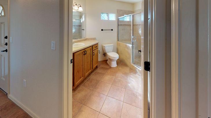 Edge-Stone-2-Bed-2-Bath-Bathroom.jpg
