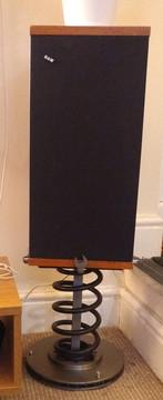 Suspension spring speaker stand