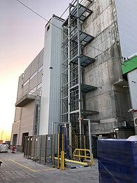 Vertical paller conveyor