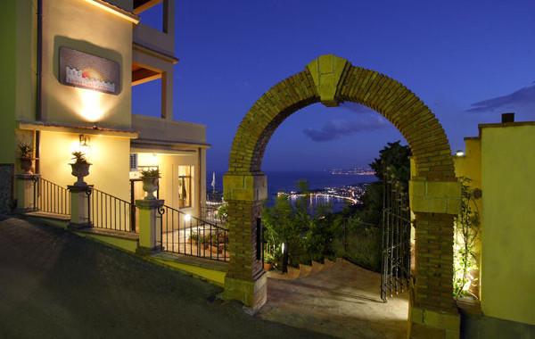 Entrance hotel sole castello Taormina