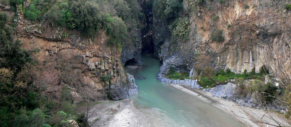 "LE ""Gole dell' alcantara""                      The ""Gorges of the Alcantara"""
