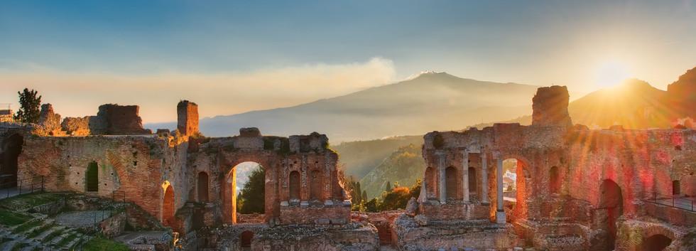 particolare teatro taormina e etna.jpg