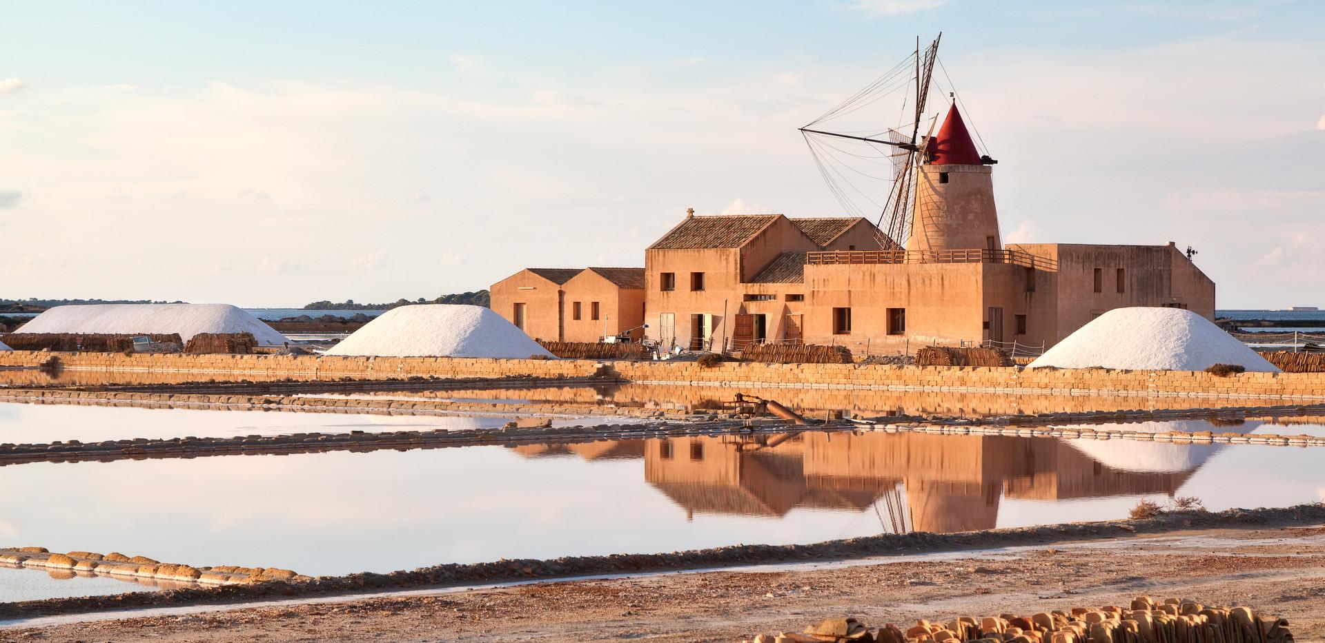 Windmühle in den Marsala Salt Flats.jpg