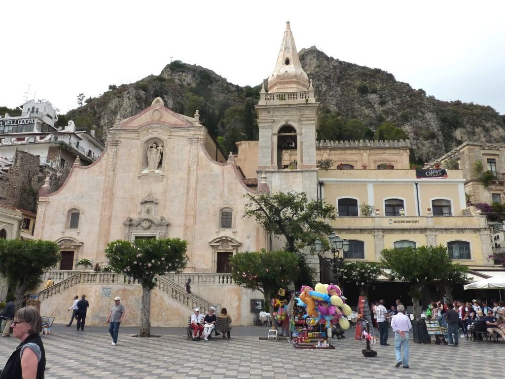 Piazza 9 aprile Taormina