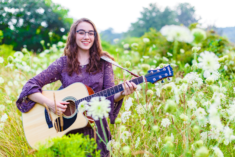 Leanna's Lens | senior pictures holding guitar