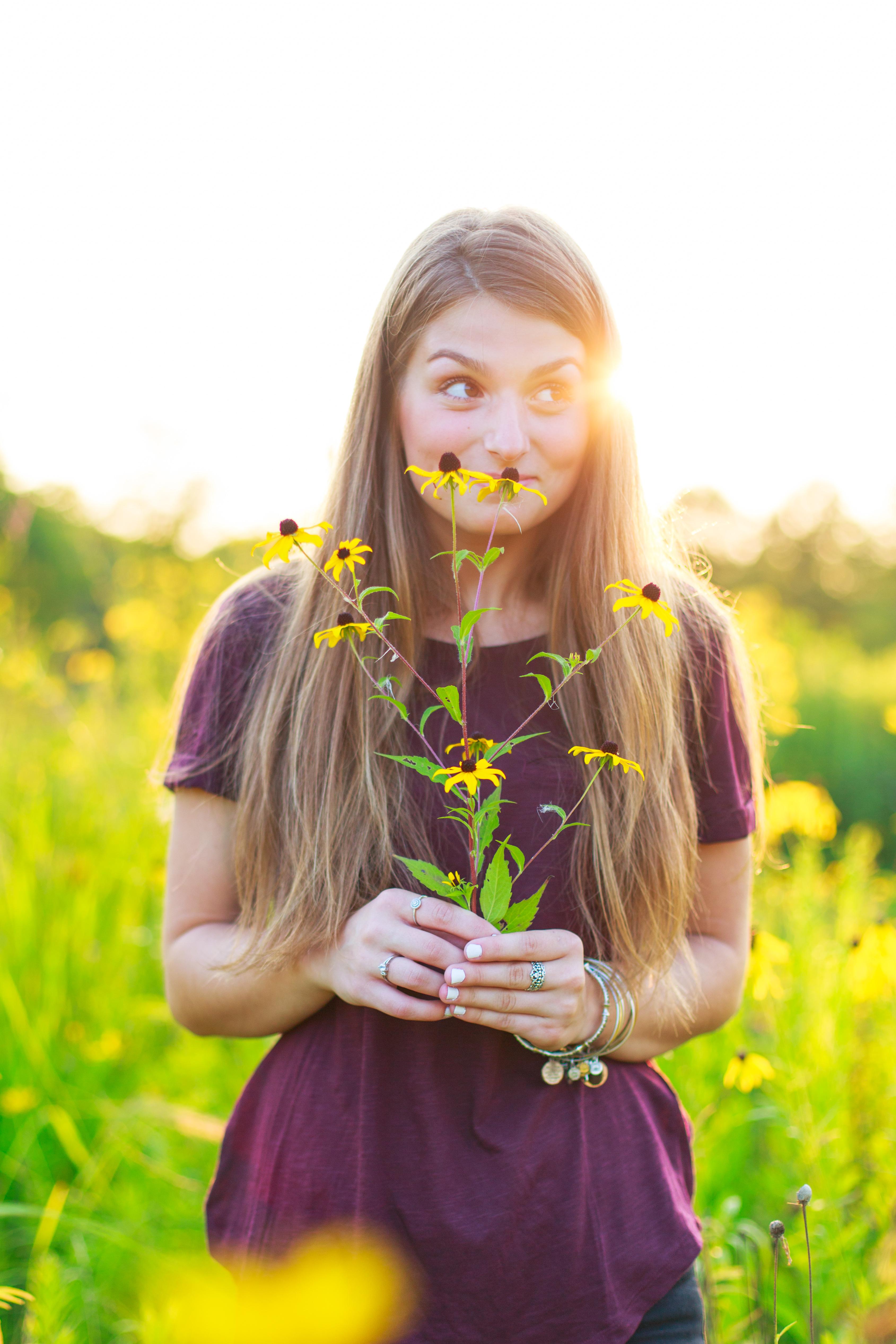 Leanna's Lens | senior portrait holding yellow flowers