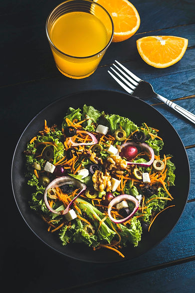 Salade composée et jus d'orange pressé