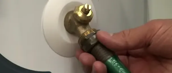 Draning a water heater image.webp
