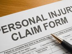 Como recorrer aos danos pessoais físicos e morais enfrentados diariamente?