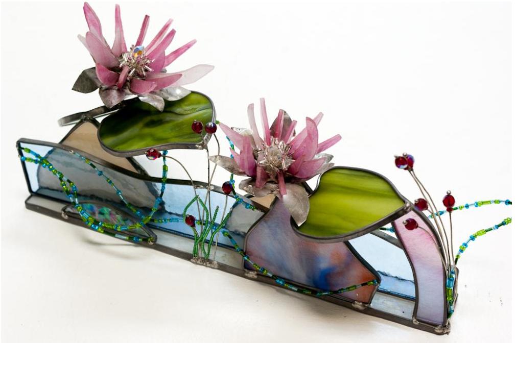 Perles d'eau avec deux fleurs