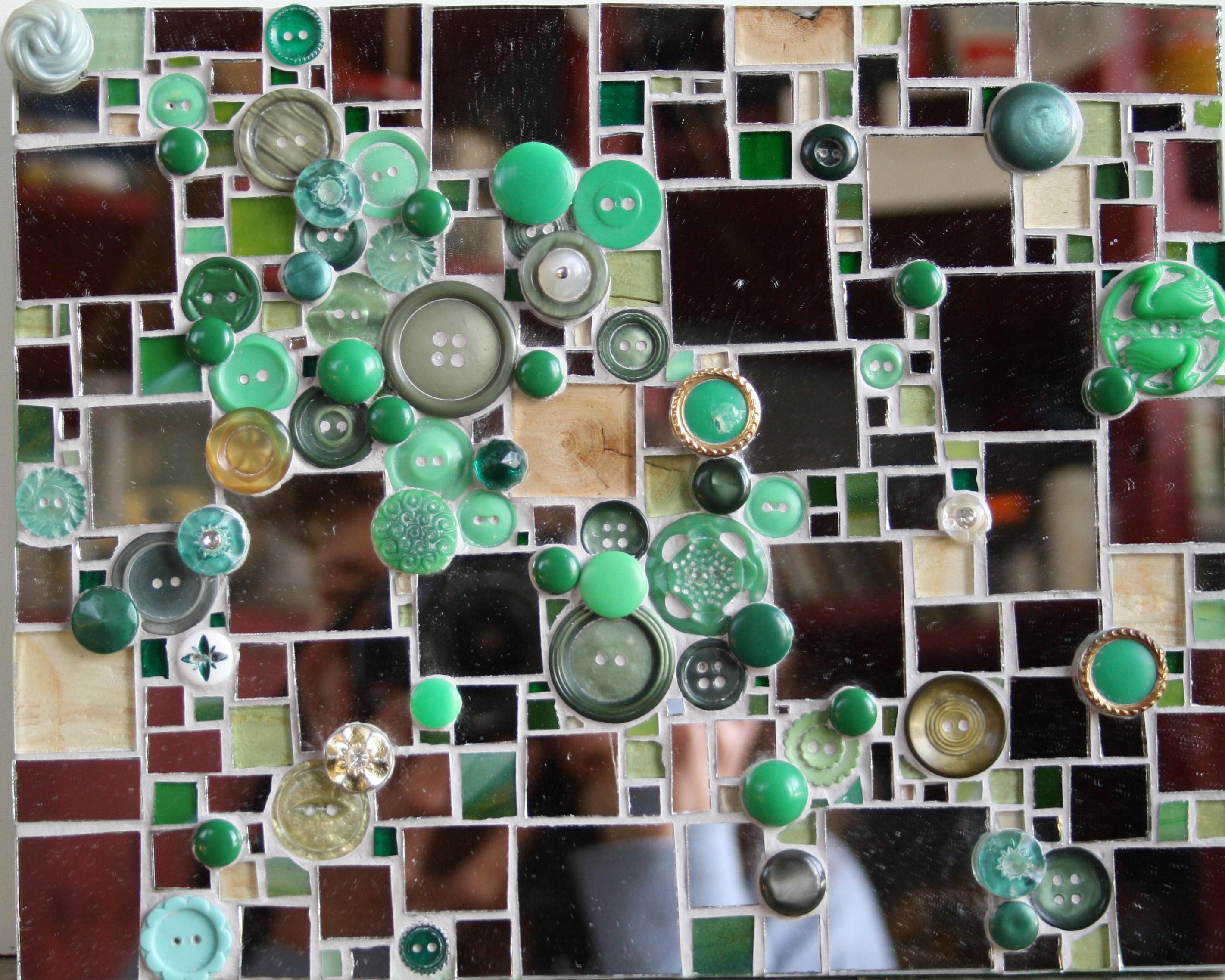 Miroir et boutons verts