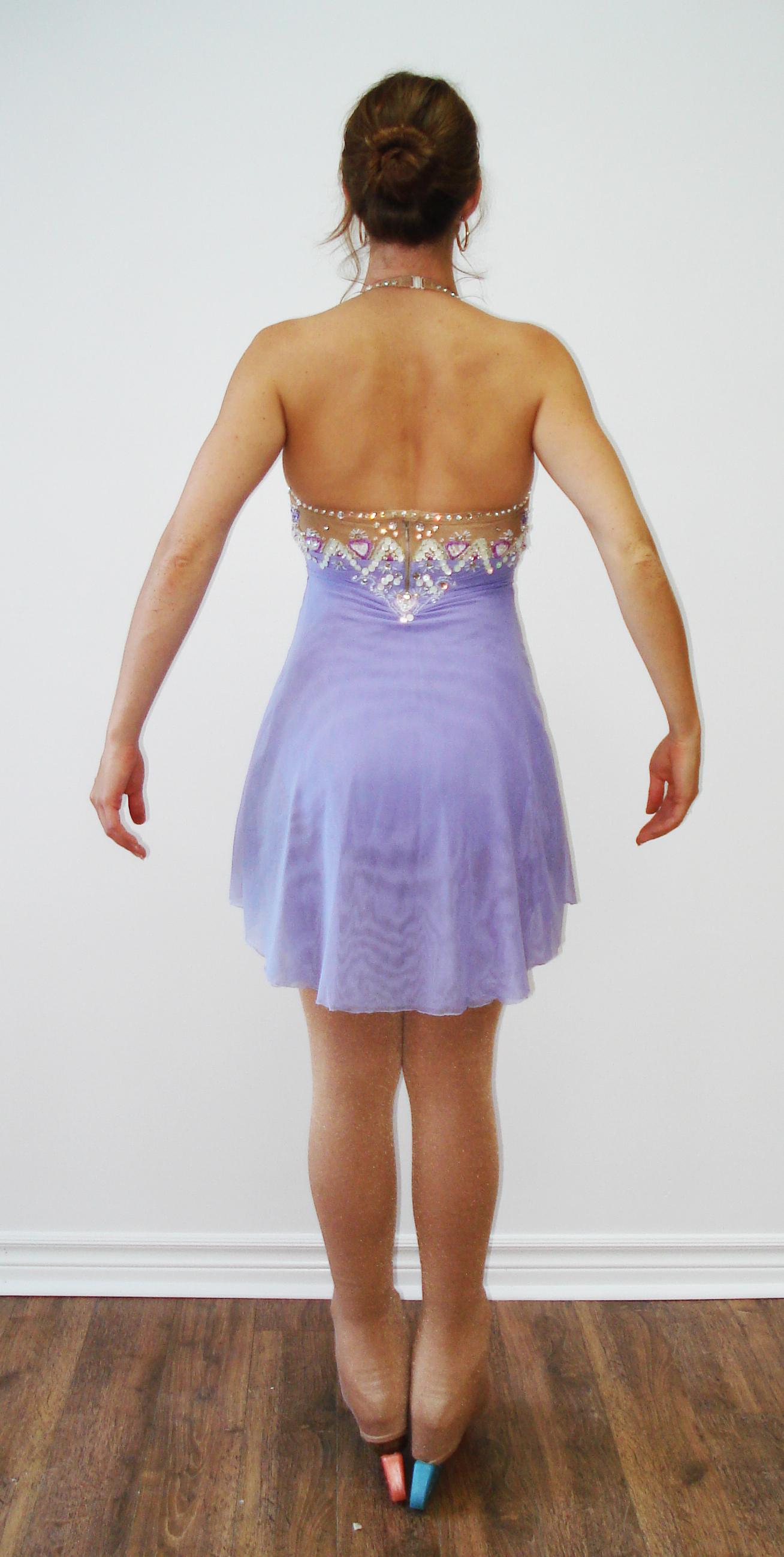 Robe violette dos