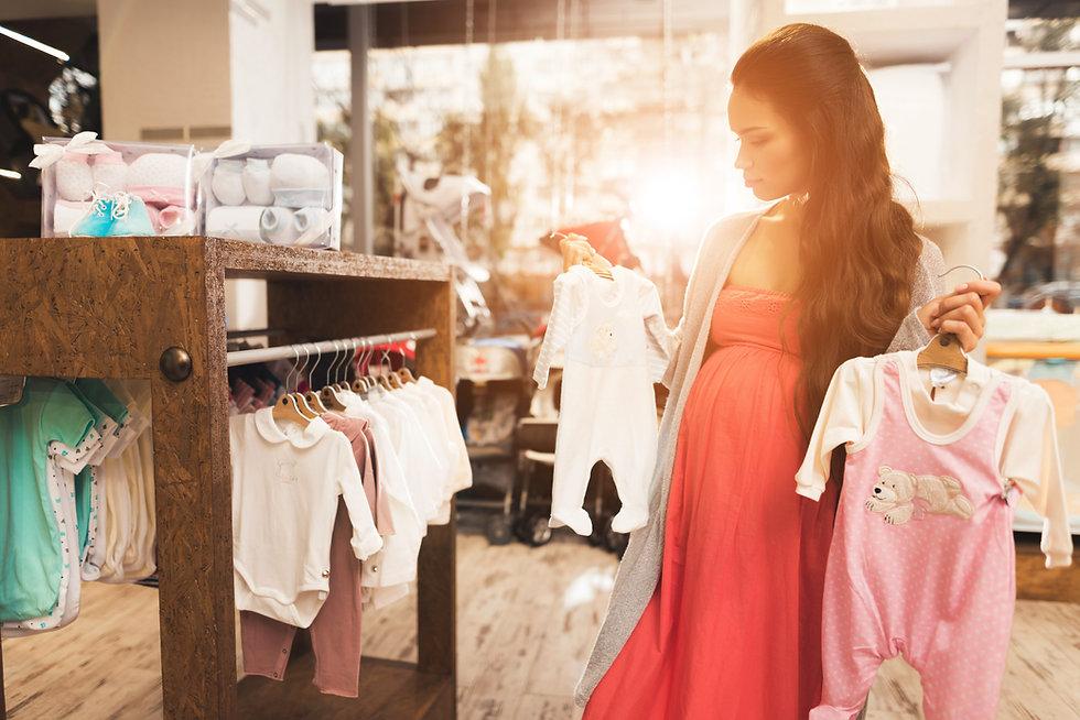 Schwangere shopping shutterstock_7665594