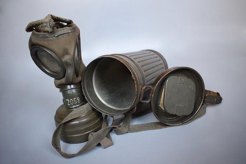 Matching M38 gas mask set '1943'
