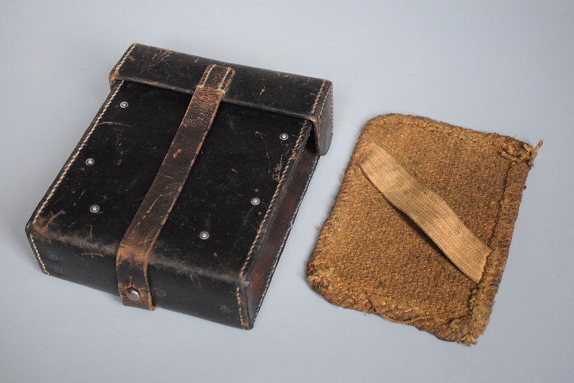 Late-war leather MG34/42 pouch + barrel pad