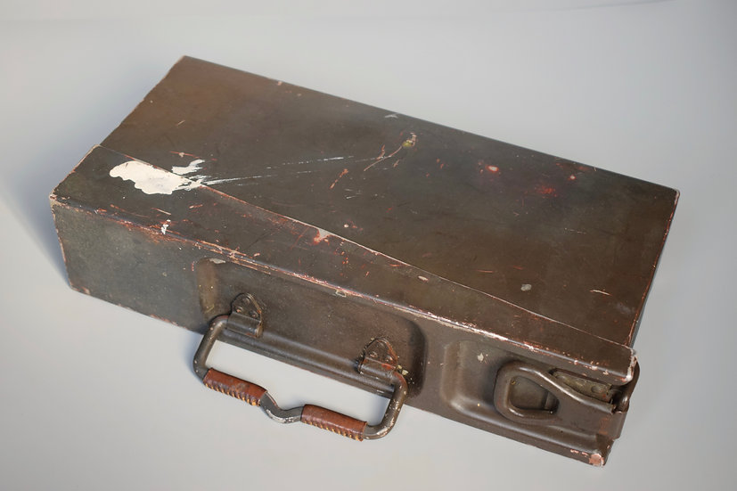 Grey/brown camouflage MG34/42 ammo tin 'FWCo 1939'