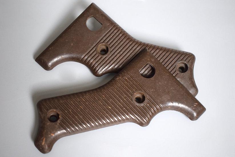 Matching MG42 Bakelite grips set '1943'