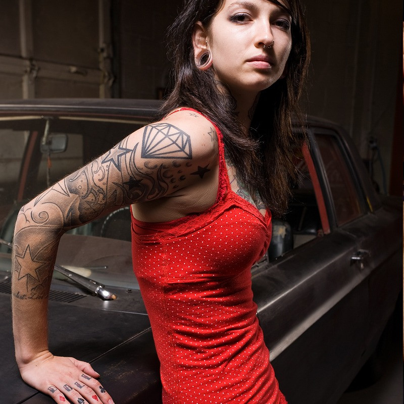 best times to get tattooed, getting a tattoo, girl with gauges, girls with plugs