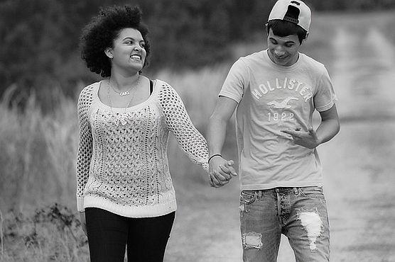 missouri romantic getaway vacation, couple holding hands, branson walking trails, branson hiking trails
