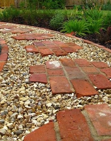 RECYCLED BRICK STEPPING STONES