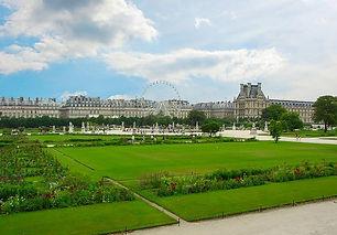 sceneric view of paris louvre gardens