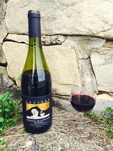 Bouteille Aguirre et verre de vin rouge