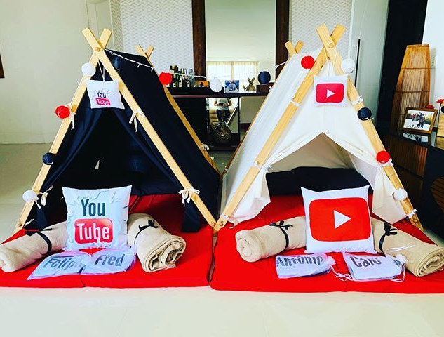 Festa do pijama no tema You Tube