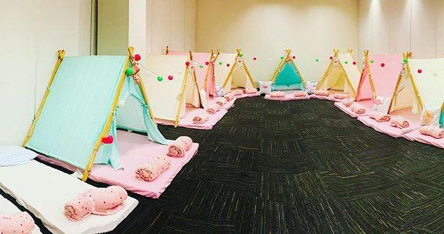 Festa do pijama no tema Flamingo