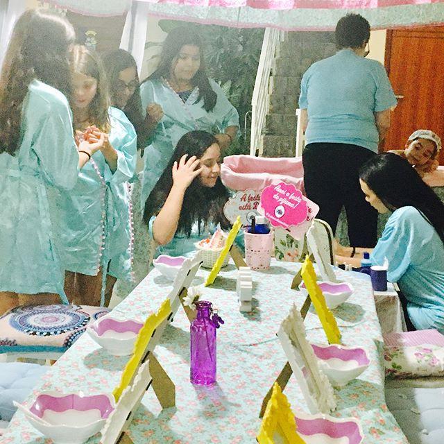 Esta festa está muito bacana 8 meninas s
