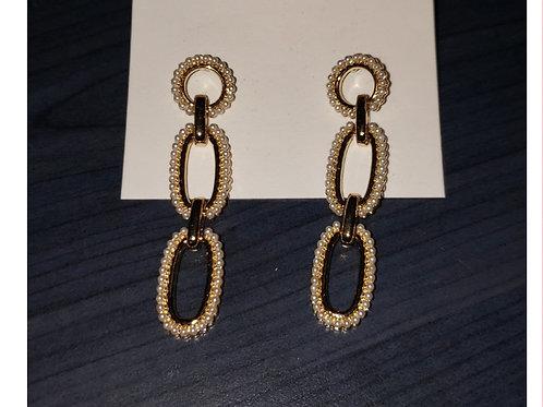Boucles d'oreilles mailles dorées et pierres blanches