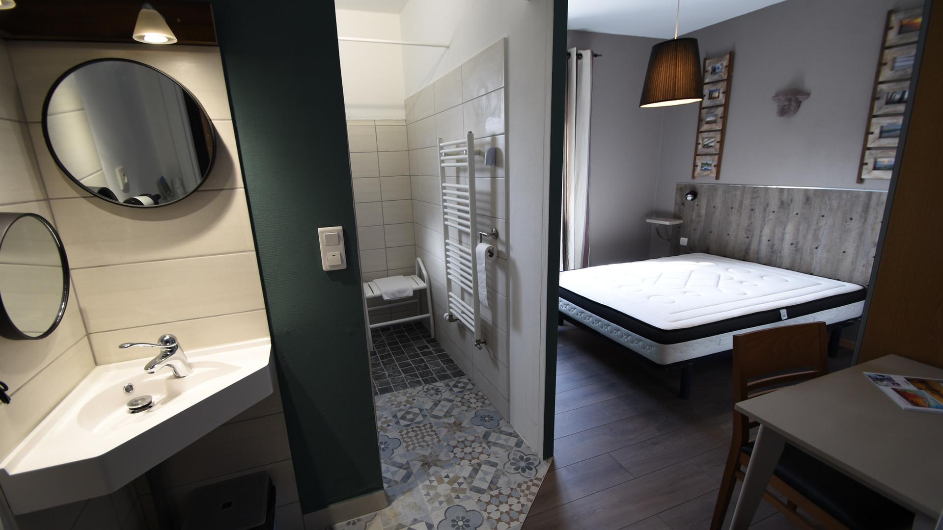 Chambre et Salle de Bains PMR