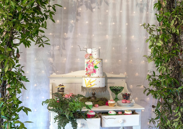 Framing your cake table