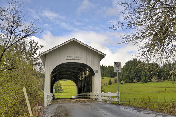 Harris-Bridge_tonemapped-600X400.jpg