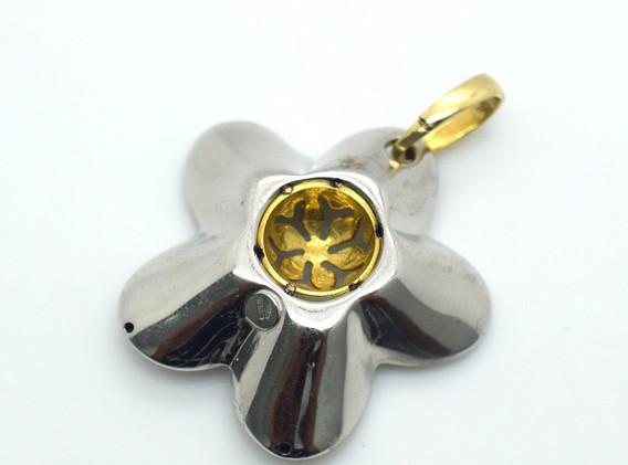 Vintage Floral Pendant 18k Yellow & White Gold 4.5 Grams