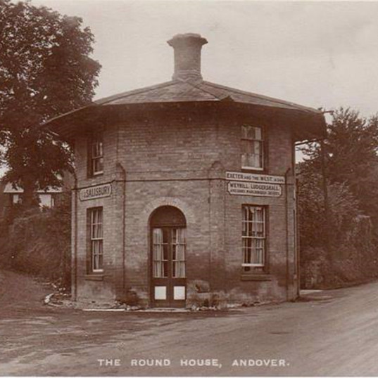 Andover Round House replaced by Floral Clock.  Salisbury Road to the left and Weyhill Road to the right.