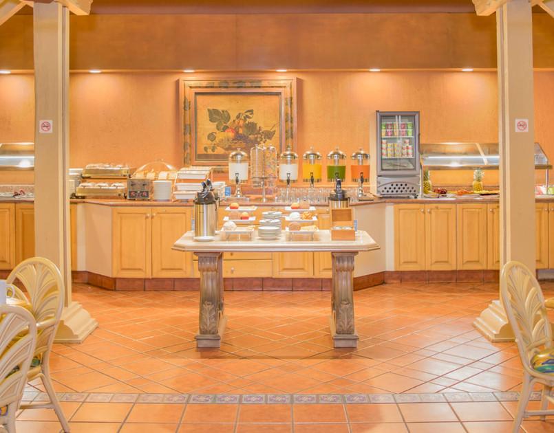 Elegante area de desayuno en Hotel iStay Ciudad Victoria