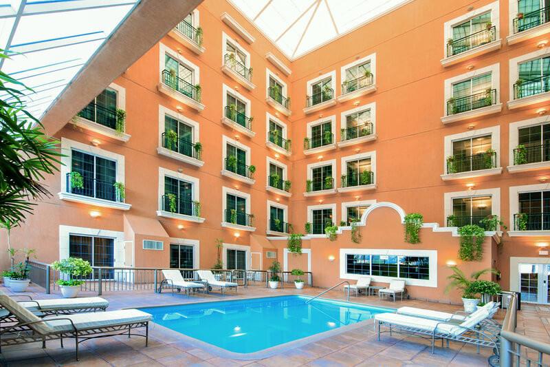 Alberca techada Hotel iStay Ciudad Victoria