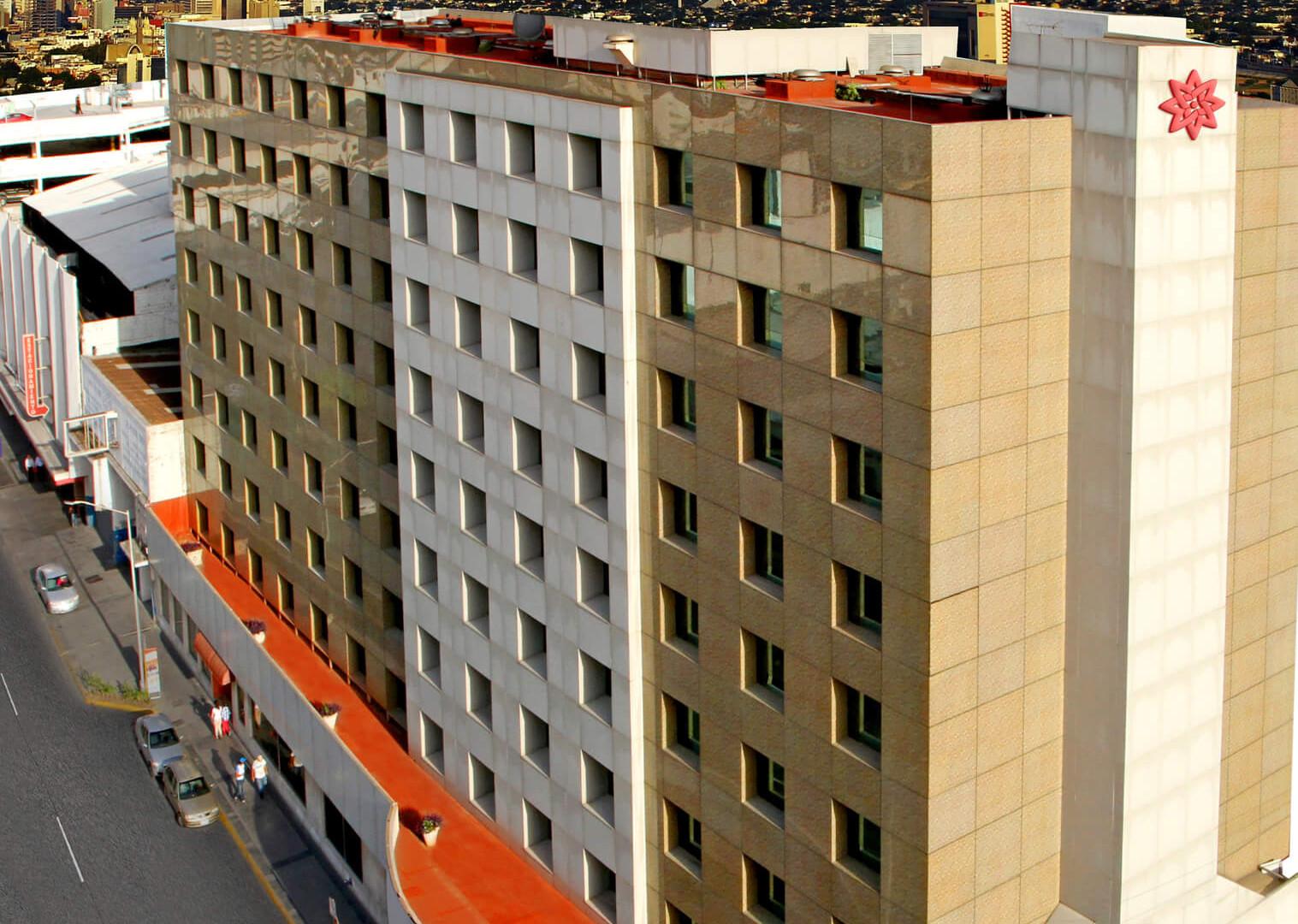 FAchada Hotel Travohotel Monterrey centro historico